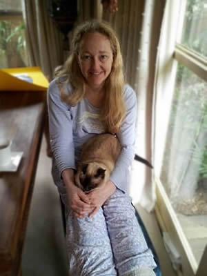 Ratiti the Tonkinese cat sitting on Liesha's knee